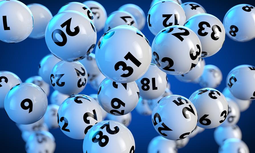 Schwebende Lottokugeln