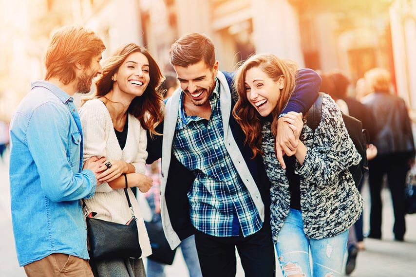 EuroMillions Polska - grupa radosnych młodych ludzi